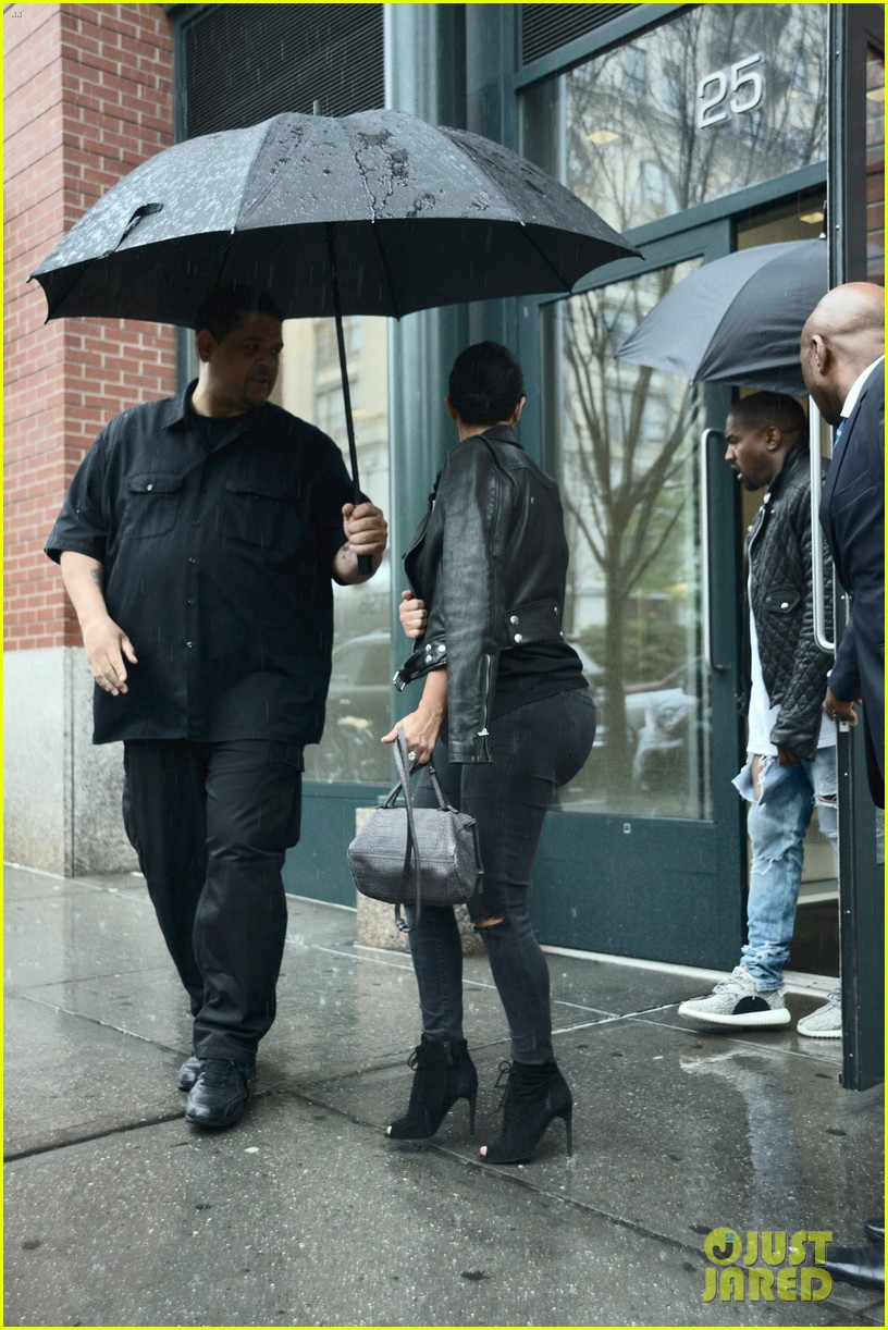 kim kardashian steps out after announcing pregnancy news 143383140