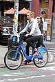 karlie kloss bikes around nyc moscow return 09