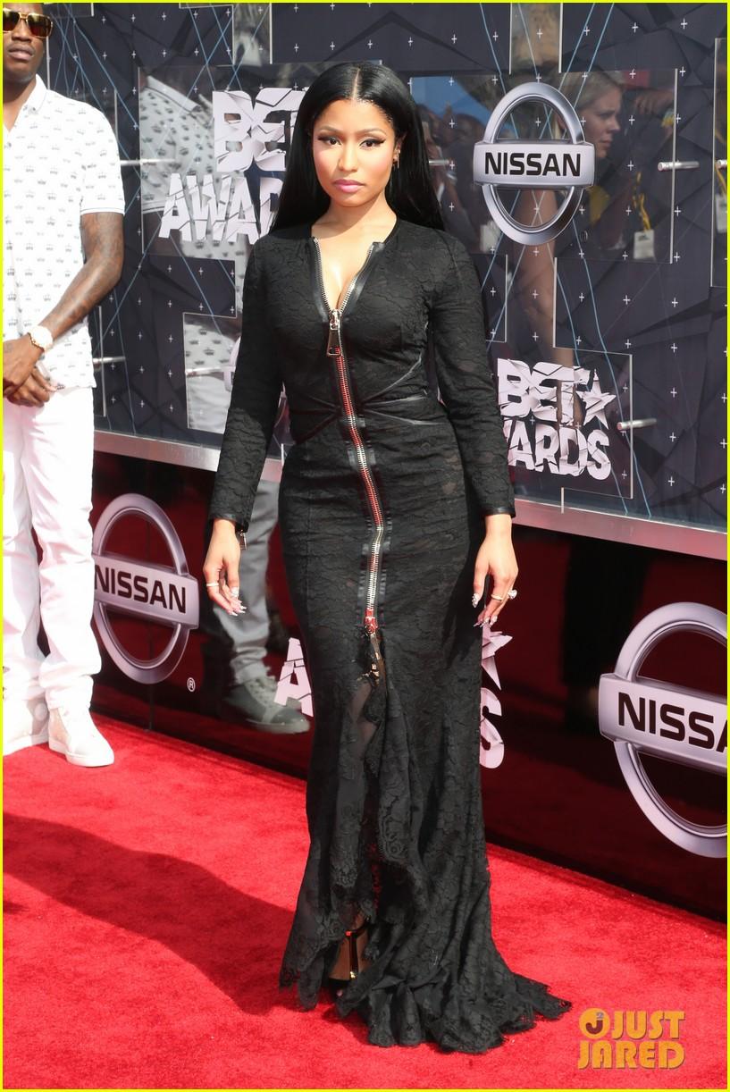 Nicki Minaj & Boyfriend Meek Mill Hit the Carpet Before ...