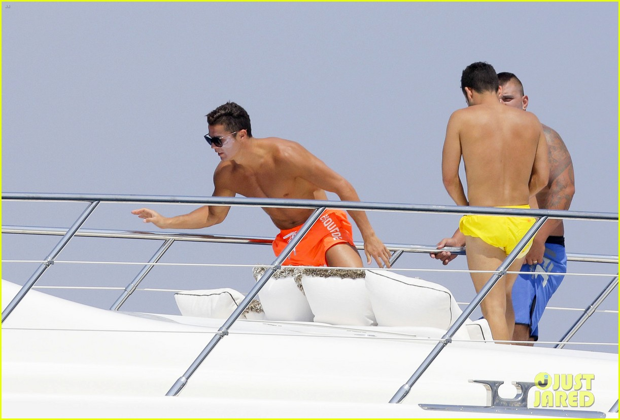 cristiano ronaldo bares hot shirtless body again in monaco 19