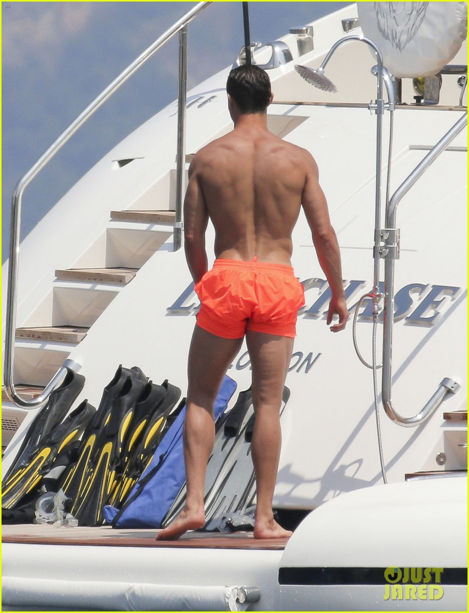cristiano ronaldo bares hot shirtless body again in monaco 32