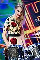 cara delevingne plays drums guitar el hormiguero spanish tv 14