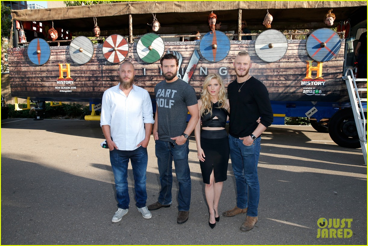 vikings cast steps out at comic con debuts new trailer 03