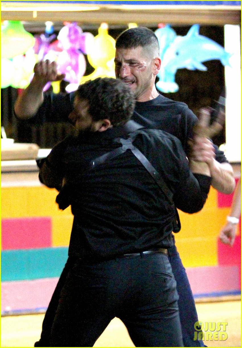 jon bernthal films a brutal fight scene for daredevil 29