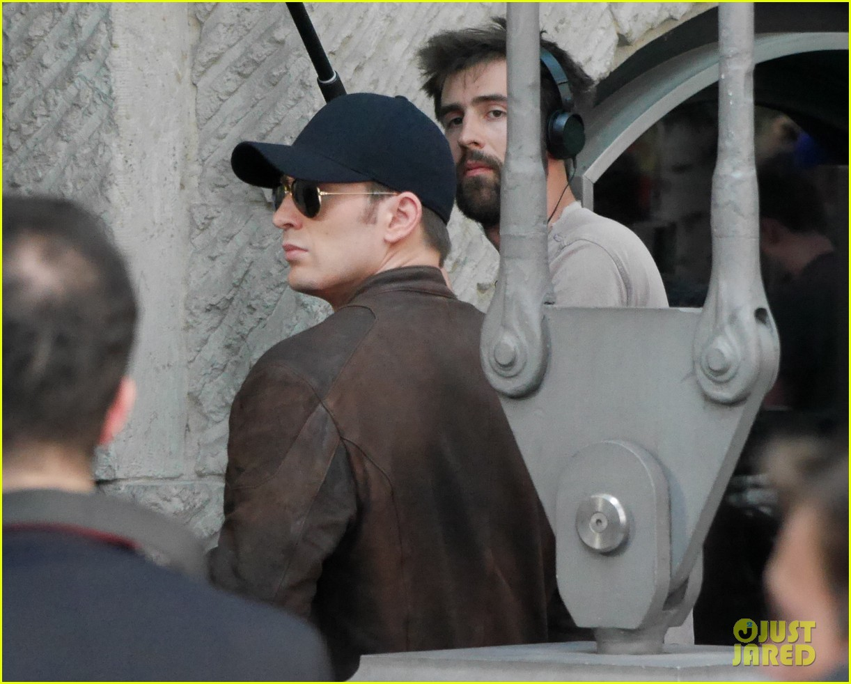 Franchise Marvel/Disney #3 Chris-evans-keeps-filming-captain-america-civil-war-22