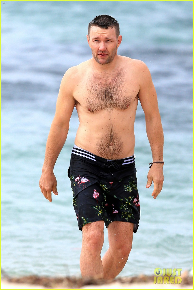 Joel Edgerton Towels Off His Hot Shirtless Body on Sydney Beach: Photo ...