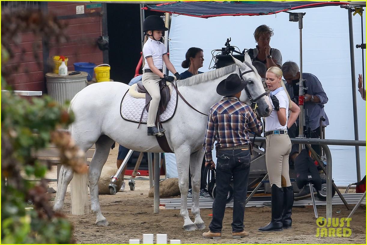 ... rosario dawson horses unforgettable 20 | Photo 3442757 | Just Jared