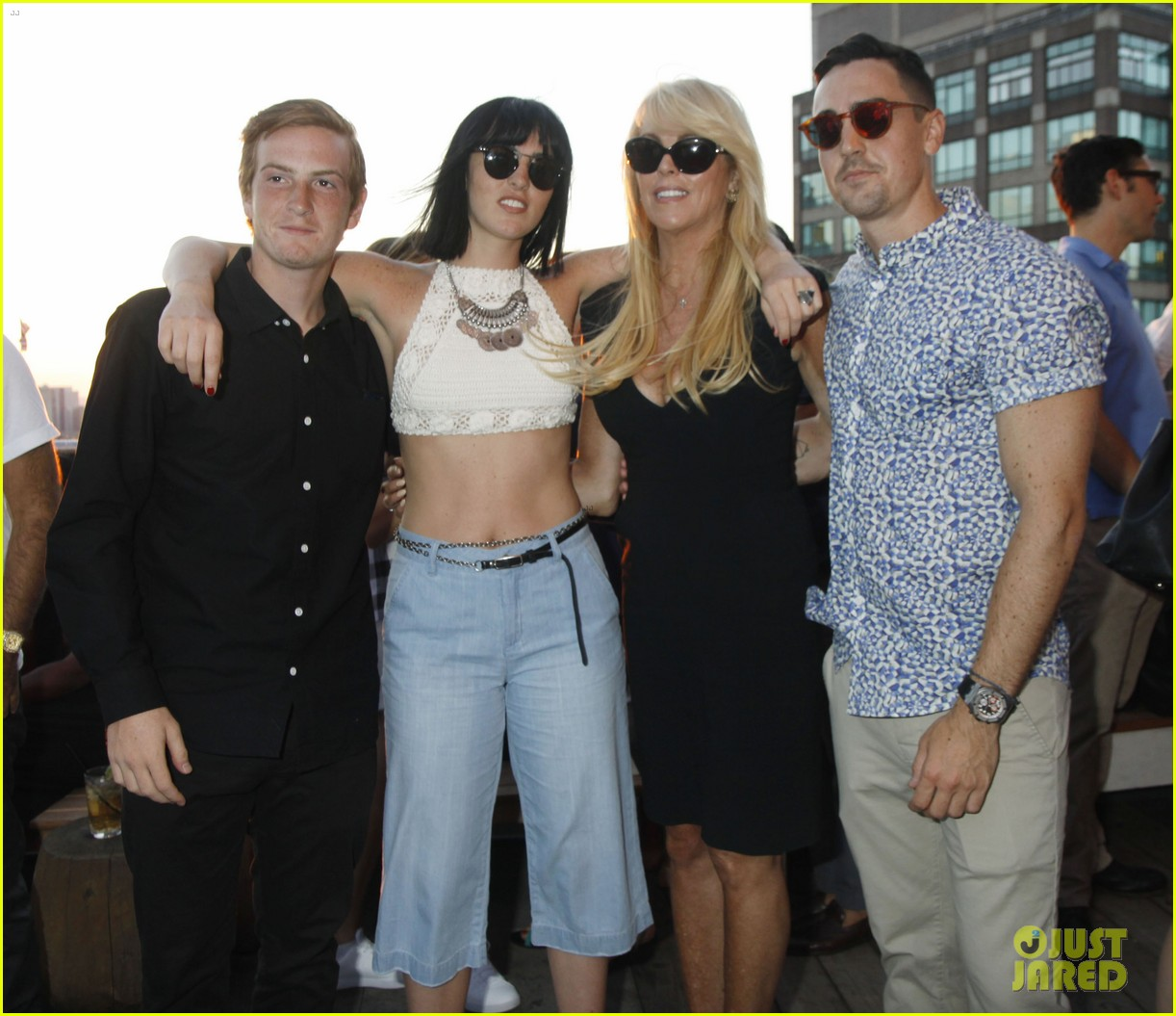 ali lohan gets support from family at ranbeeri denim launch party 053430859