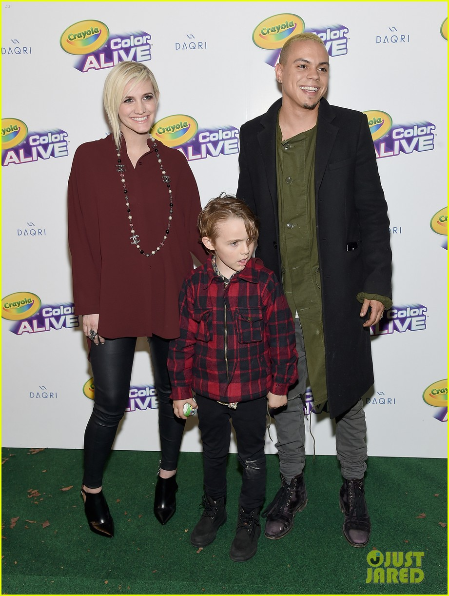 Pete Wentz & Ashlee Simpson Reunite for Son Bronx's Tennis ...