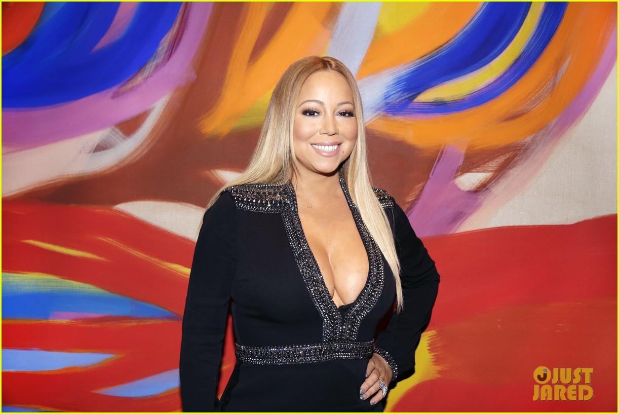 Mariah Carey Plays  Hero  In Mariah Carey