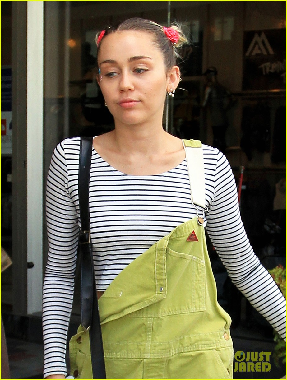 miley cyrus steps out amid dane cook rumors 023464390