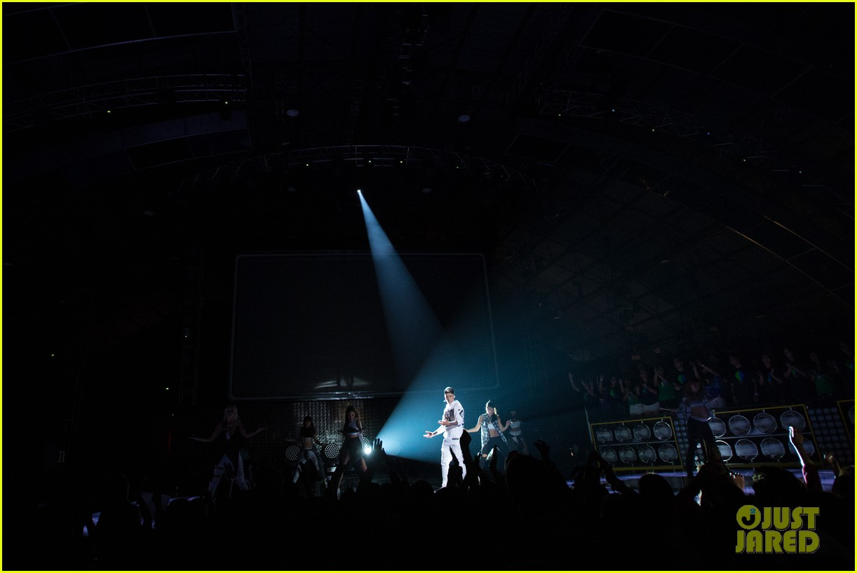 justin bieber think up performance watch here 063458438
