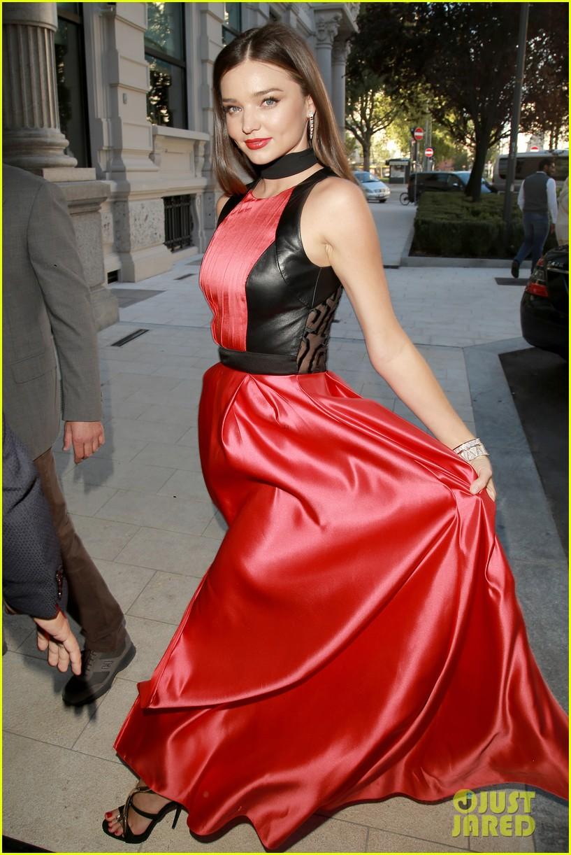 Miranda Kerr Stuns in Red & White for Milan Fashion Week