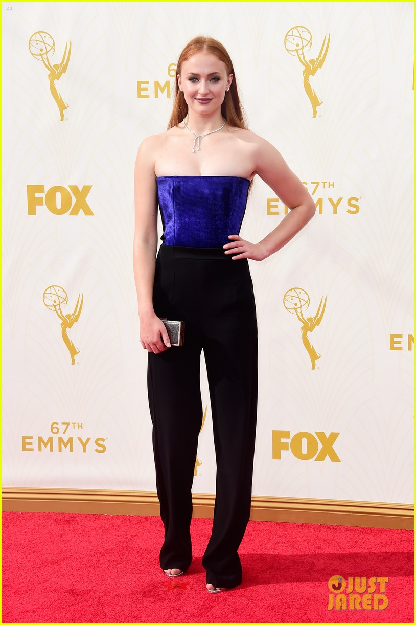Sophie Turner Amp Maisie Williams Bring The Game S To Emmy
