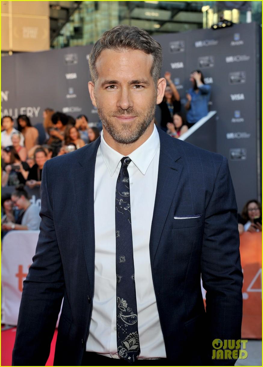 Ryan Reynolds Suits Up for 'Mississippi Grind' Premiere at TIFF: Phot...