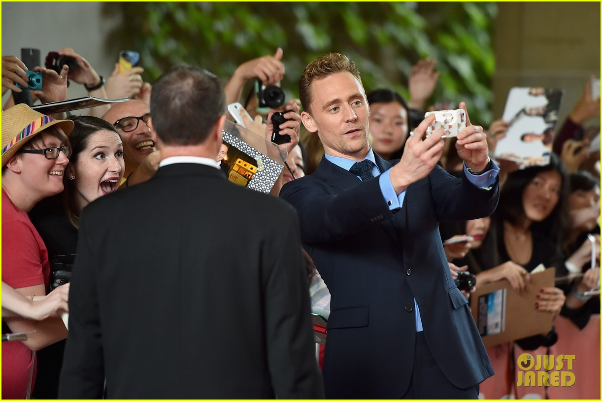 Franchise Marvel/Disney #3 Elizabeth-olsen-tom-hiddleston-saw-the-light-tiff-premiere-04