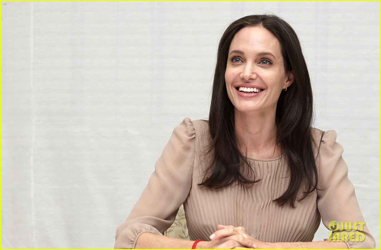 Full Sized Photo of angelina jolie says her marriage to ... Angelina Jolie Brad Pitt