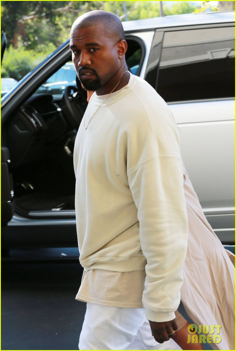 kanye west throws kim kardashian birthday party 223488402
