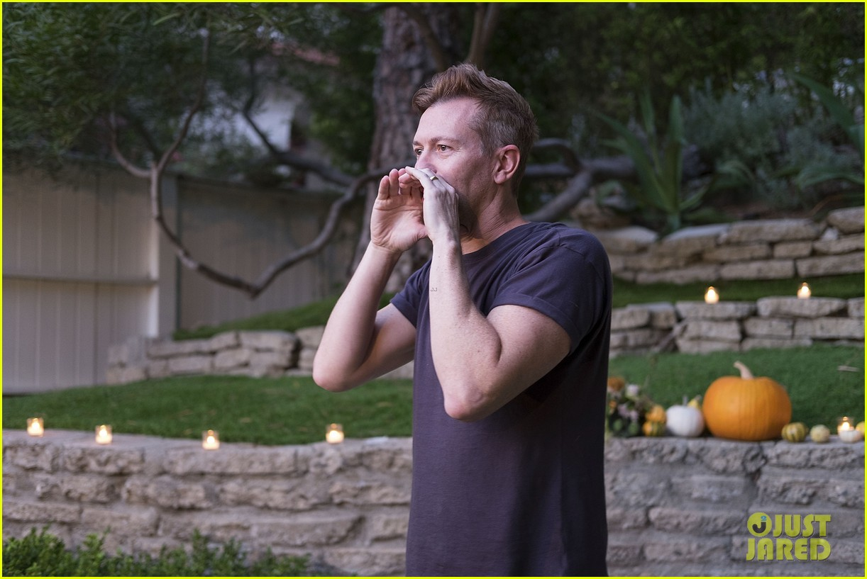 jaime king hosts feastgiving at her home 133493110