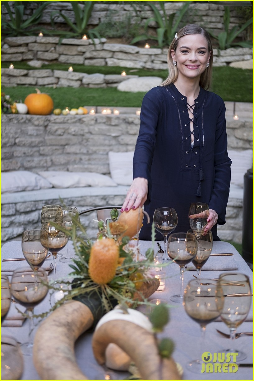 jaime king hosts feastgiving at her home 173493114