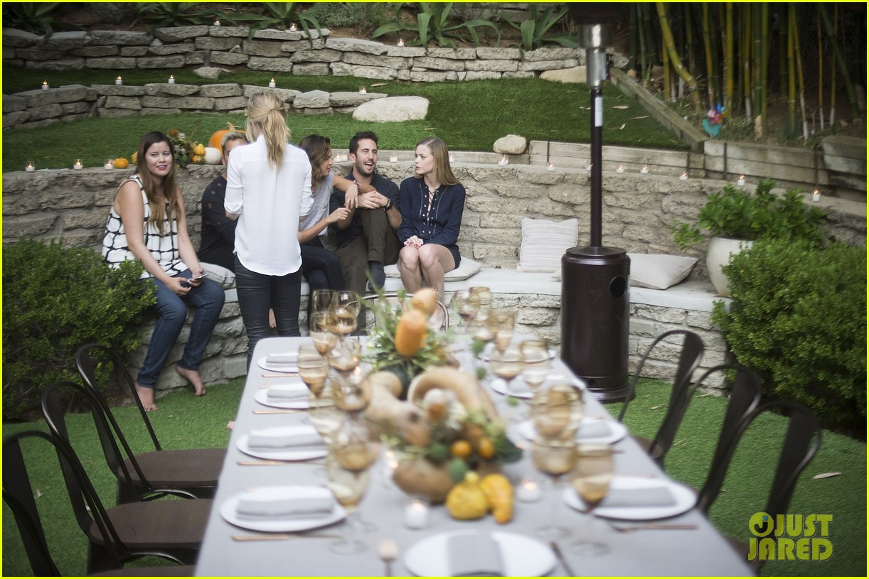 jaime king hosts feastgiving at her home 273493124