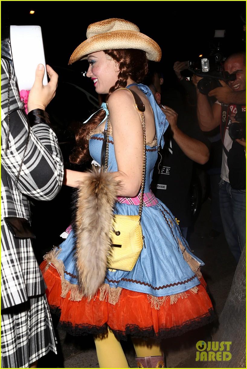 Gwen Stefani & Blake Shelton Stop By The Casamigos Halloween Party ...