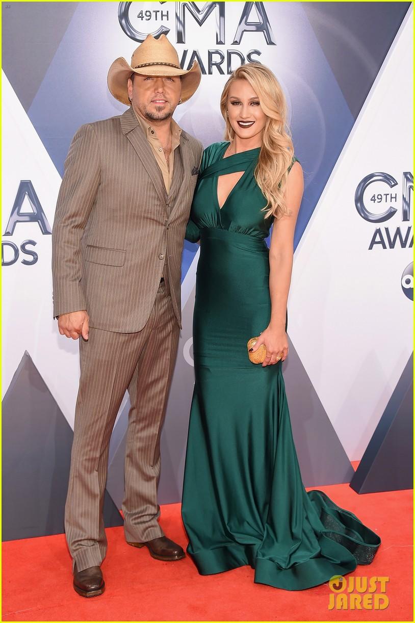 Jason Aldean Brings Wife Brittany Kerr To Cma Awards 2015