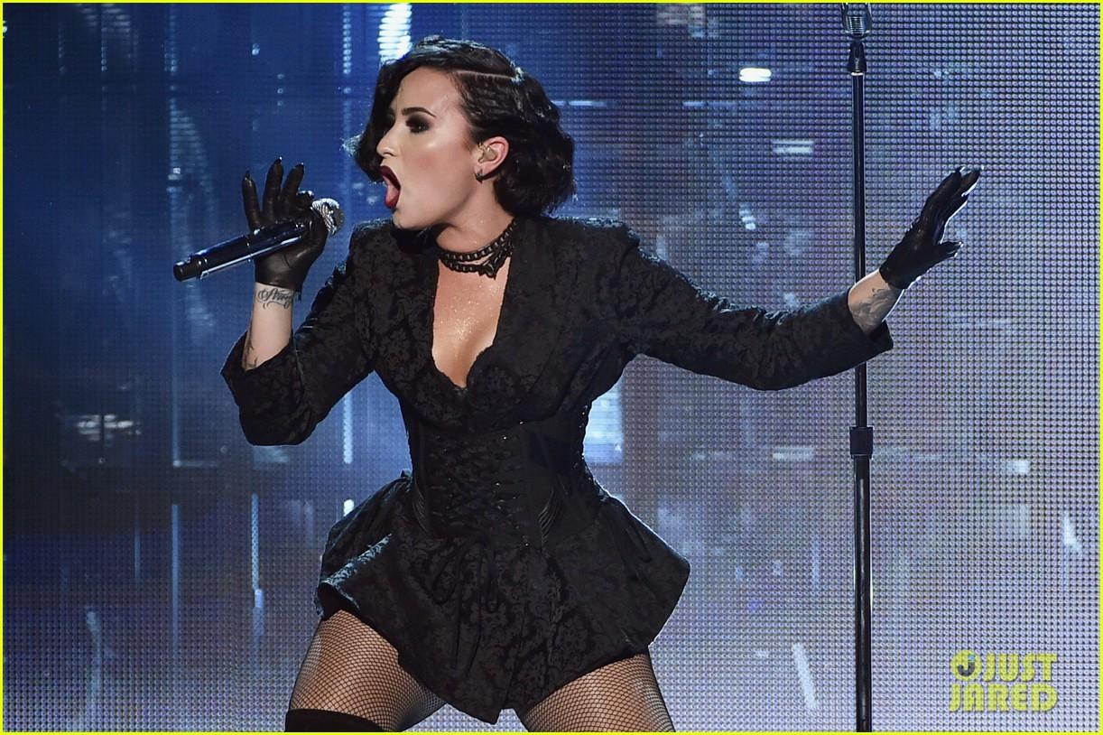Demi Lovato Amas Performance 04 Full Sized Photo  Jared