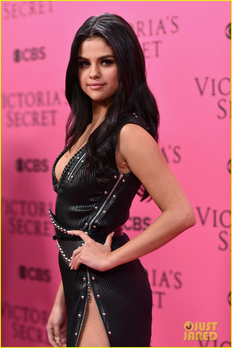 selena gomez legs for days victorias secret fashion show red carpet 21