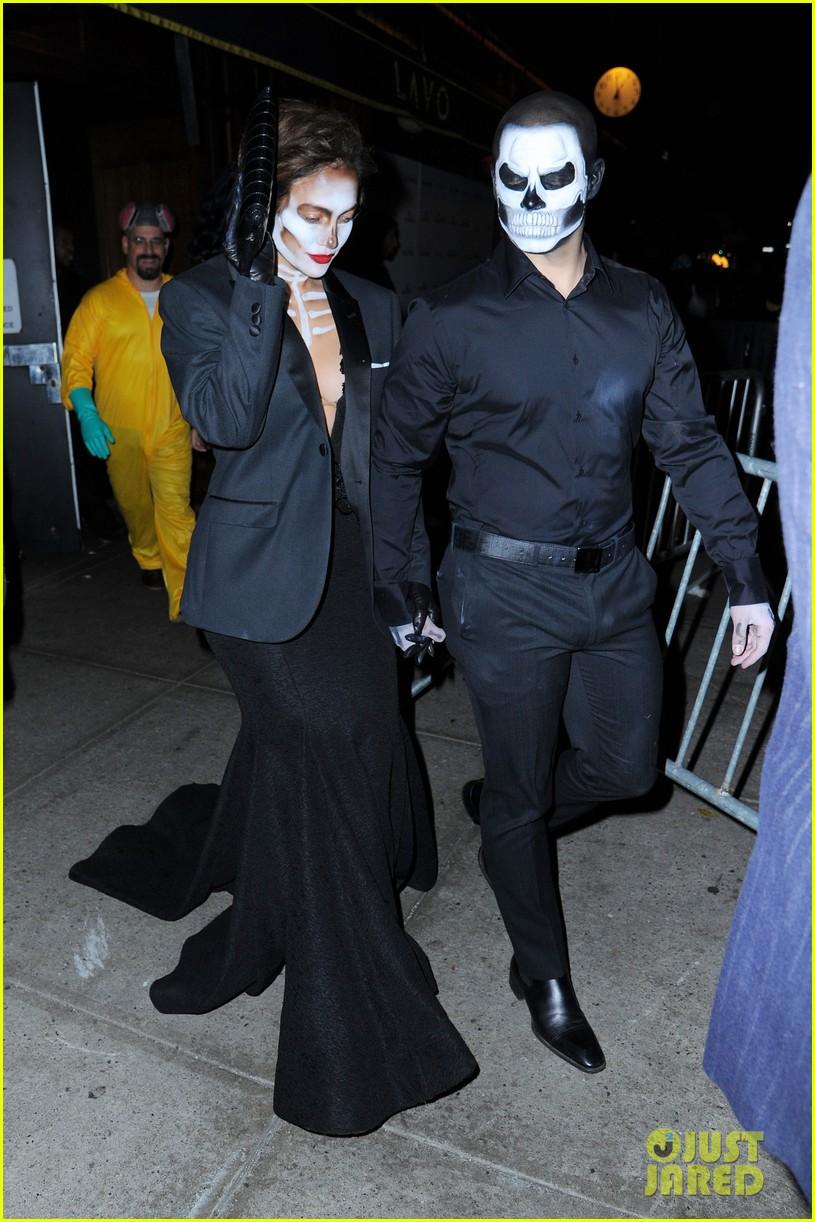 Jennifer Lopez & Casper Smart Are Matching Skeletons at Heidi ...