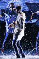 justin bieber amas 2015 performance in rain 11