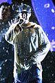 justin bieber amas 2015 performance in rain 15