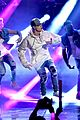justin bieber amas 2015 performance in rain 17