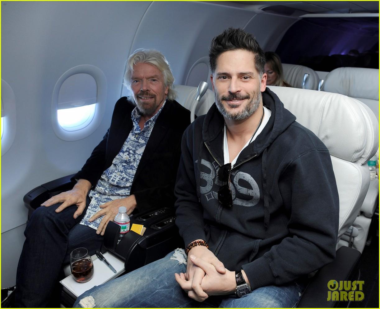 Joe Manganiello Gets Leid Upon Arrival In Hawaii Photo 3499242