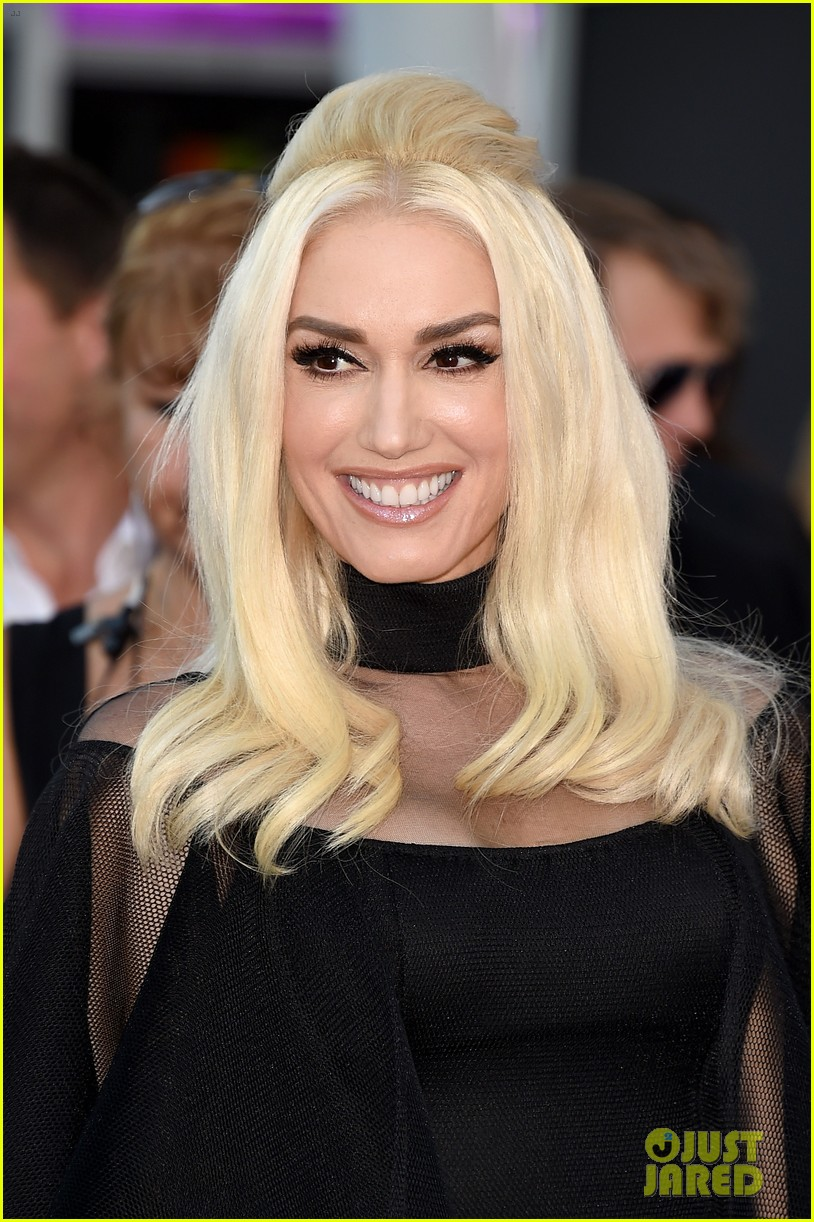 Gwen Stefani Shows Off Legs in Sheer Dress at AMAs 2015!: Photo ... Gwen Stefani