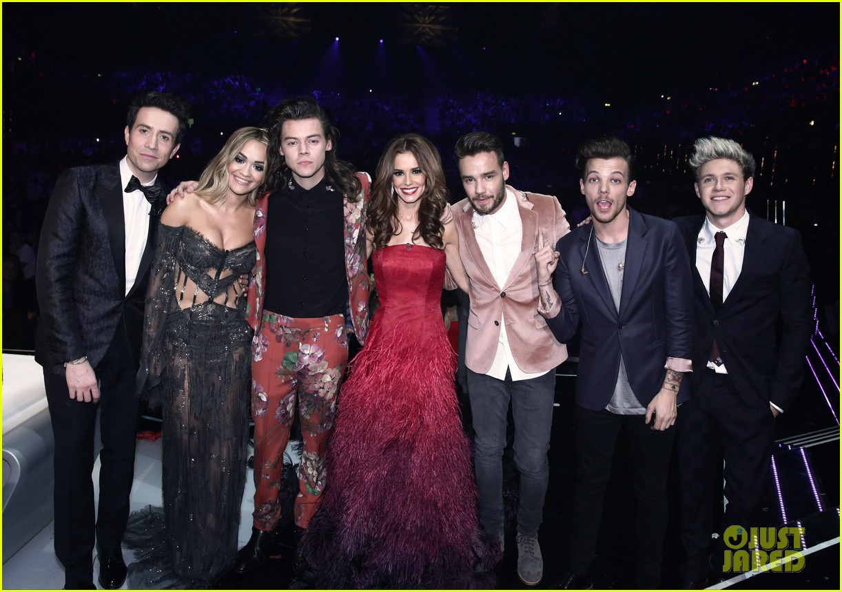 one direction share hug on stage at x factor final after one direction share hug on stage at x factor final after performing history photo 3530094 harry styles liam payne louis tomlinson niall horan one