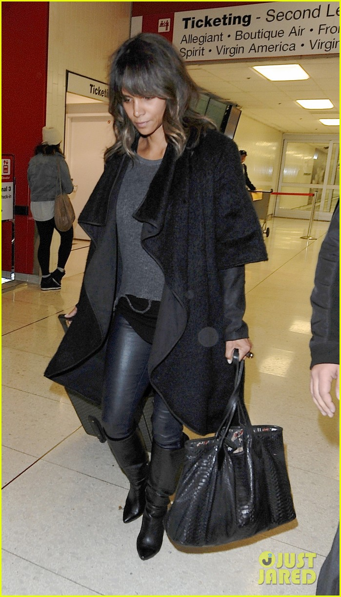 Halle Berry Photo'd In Paris Getting Cozy With Her Co-Star Olivier ...