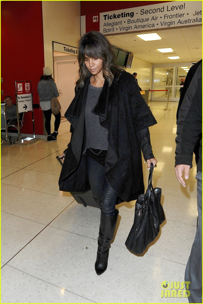 who is halle berry dating right now halle berry s husband is olivier ...