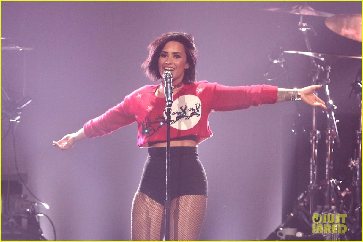 Demi Lovato Photo Gallery >> Full Sized Photo of demi lovato nick jonas dnce 5sos y100 jingle ball miami pics 48 | Photo ...