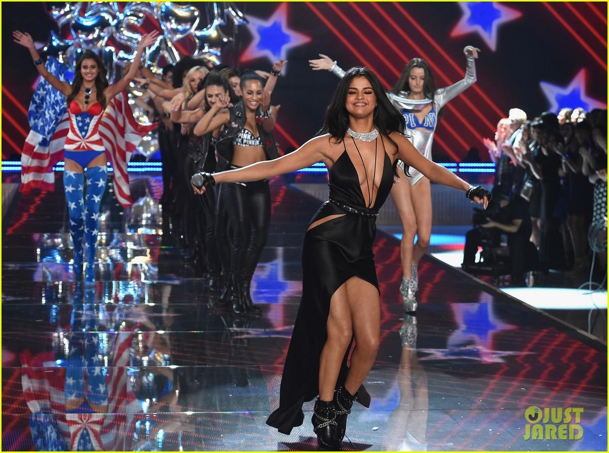 868d9bd01c4 Selena Gomez Performs at Victoria s Secret Fashion Show 2015 (Video)  Photo  3525679