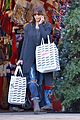 halle berry holiday shopping solo 02