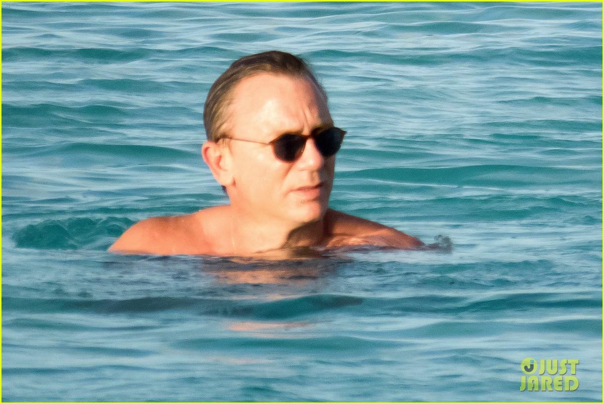 Full sized photo of daniel craig rachel weisz vacation for Rachel s palm beach