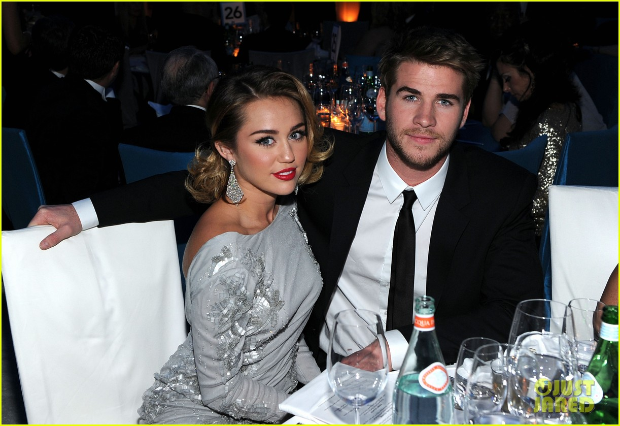 miley cyrus liam hemsworth are engaged again 123565302