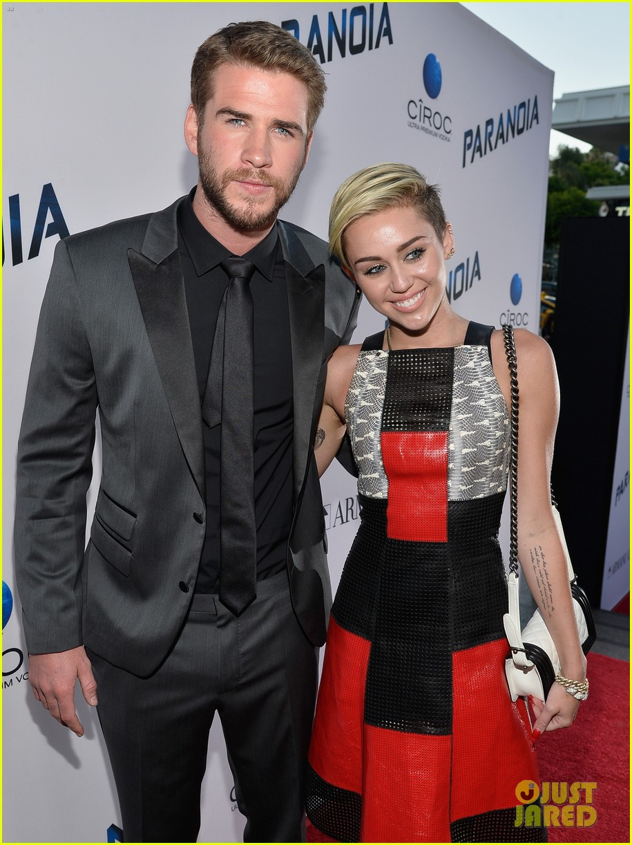 miley cyrus liam hemsworth are engaged again 253565315