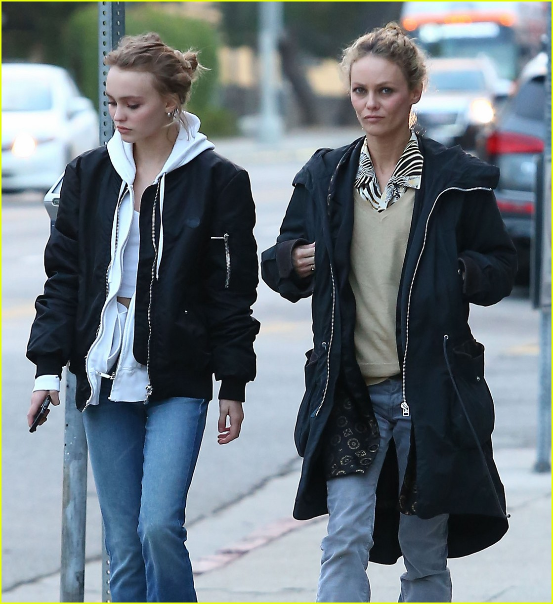 lily rose depp shops with mom 063556566