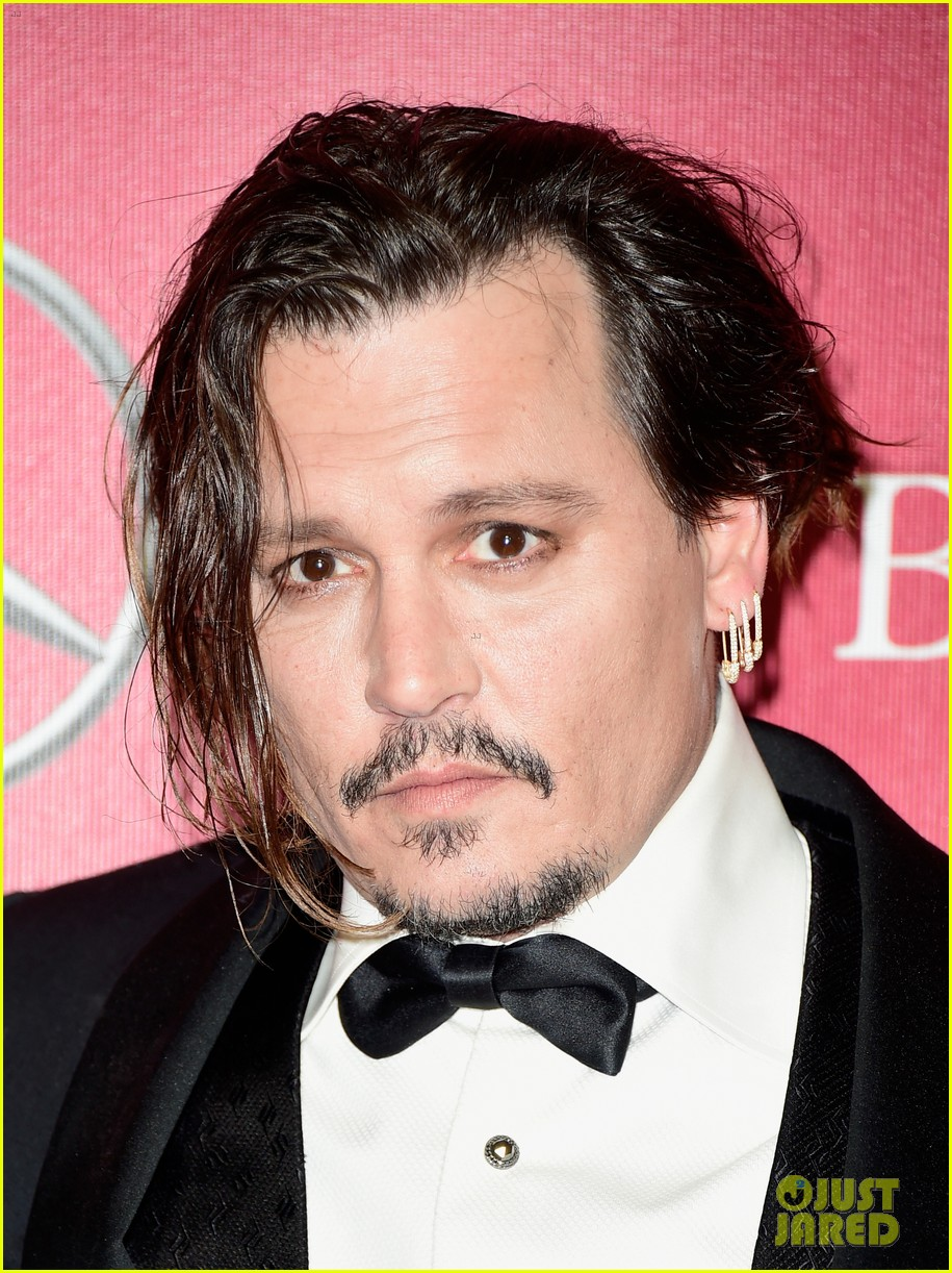 http://cdn03.cdn.justjared.com/wp-content/uploads/2016/01/depp-palmsprings/johnny-depp-amber-heard-palm-springs-film-festival-award-ceremony-06.jpg