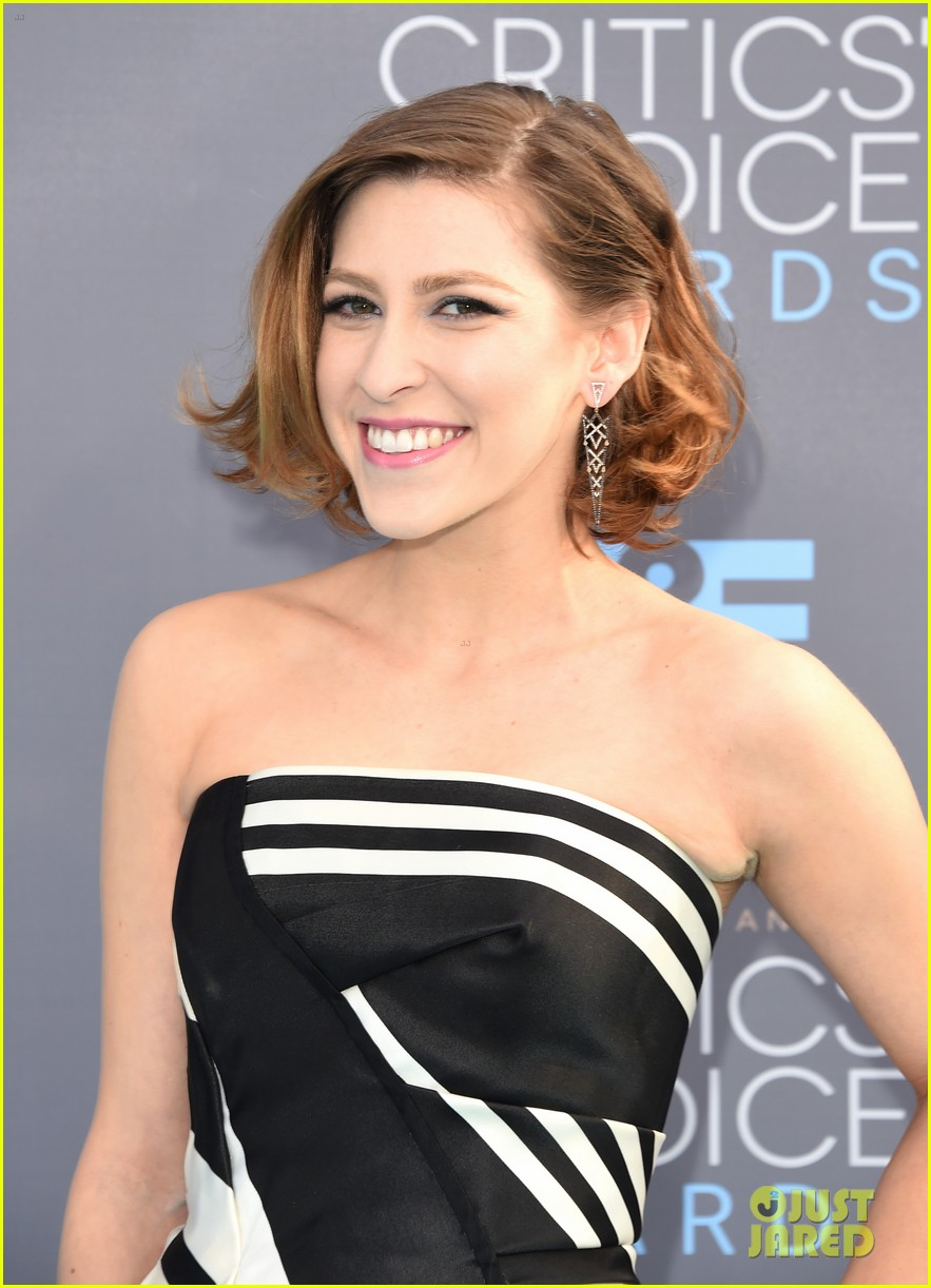 Pics photos eden sher images - The Middle S Eden Sher Wows At Critics Choice Awards 2016