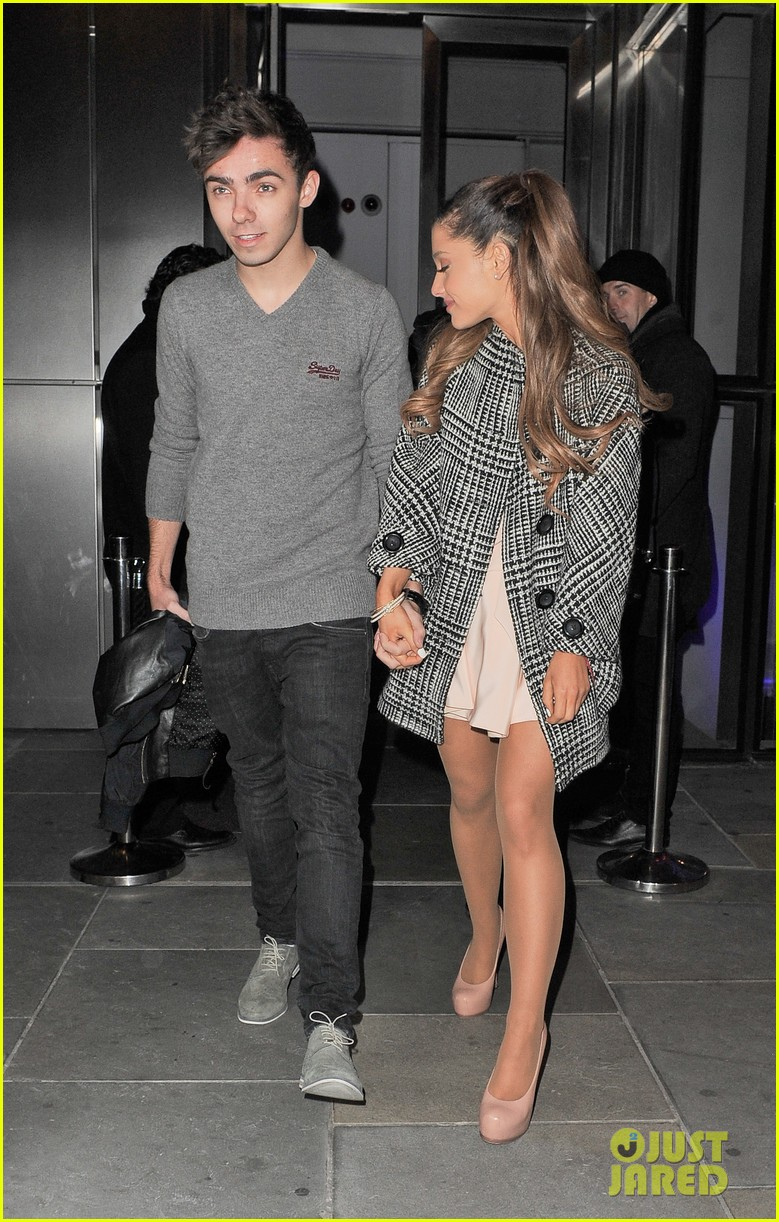 Nathan Sykes And Ariana Grande Kissing On Stage