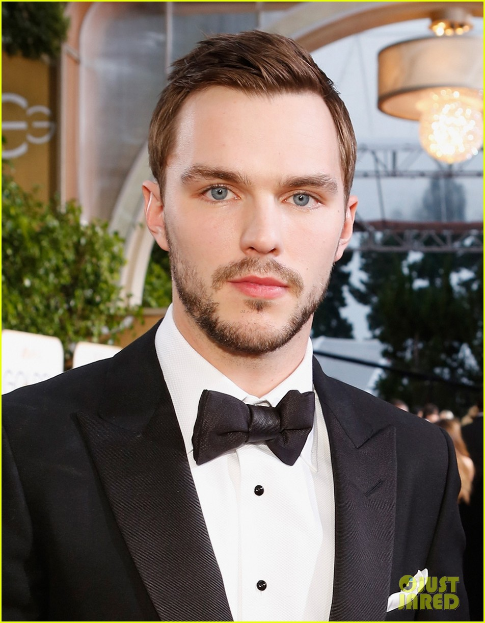 http://cdn03.cdn.justjared.com/wp-content/uploads/2016/01/hoult-globes/nicholas-hoult-chatted-with-jennifer-lawrence-at-golden-globes-2016-04.jpg
