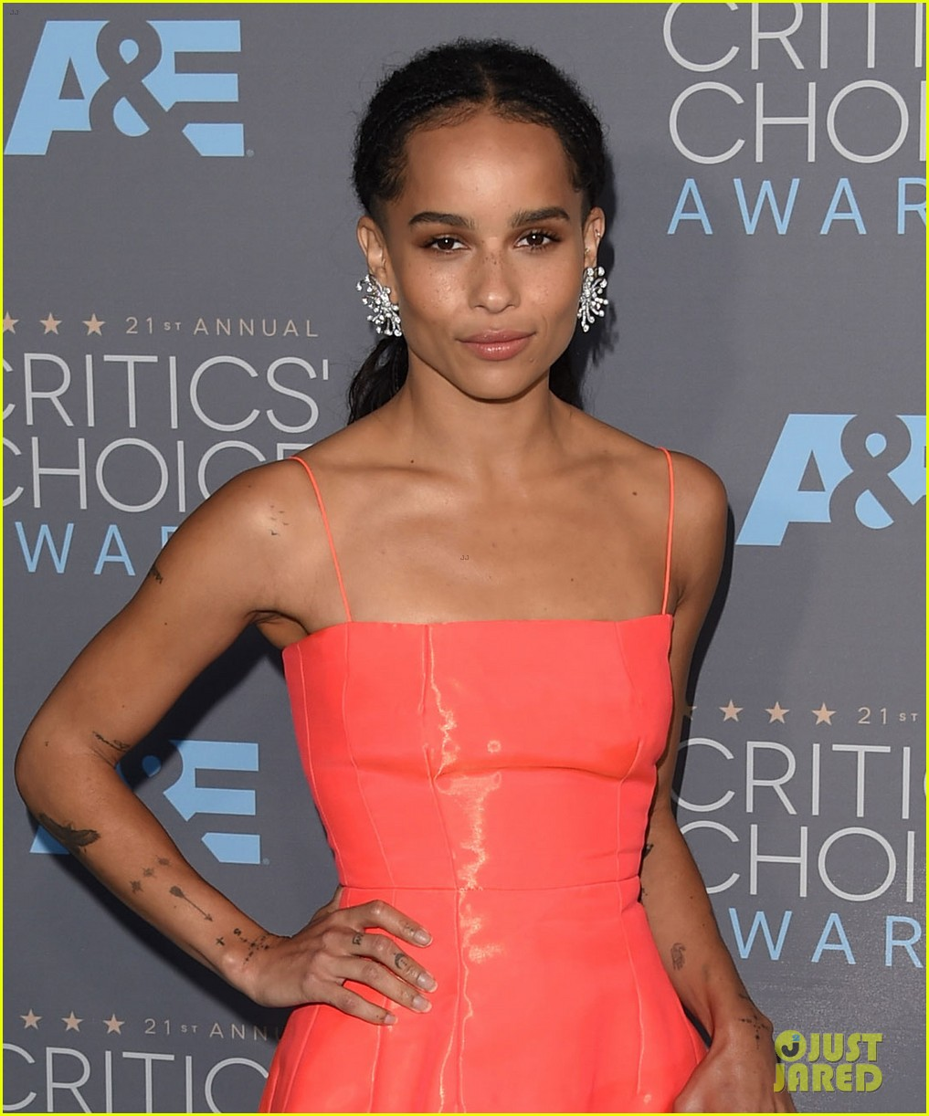 http://cdn03.cdn.justjared.com/wp-content/uploads/2016/01/kravitz-critics/zoe-kravitz-boyfriend-twin-shaddow-critics-choice-awards-2016-05.jpg